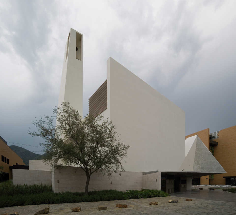 pueblo-serena-church-moneo-brock-architecture-mexico-_dezeen_2364_col_0-1