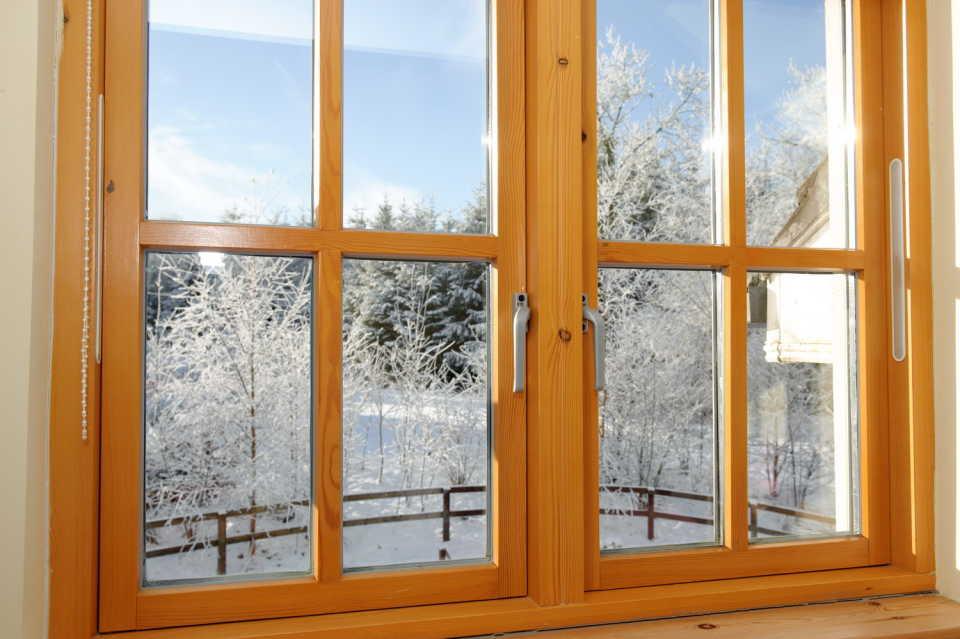 Деревянные окна: виды, особенности и достоинства