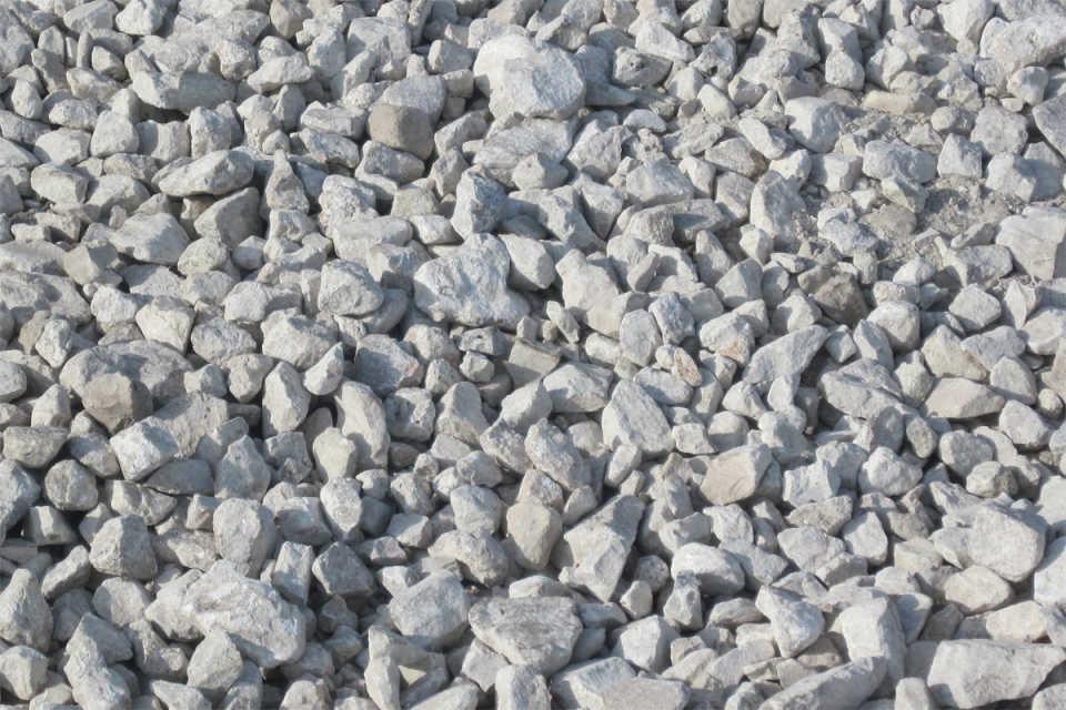 Известняковый щебень: свойства, особенности и отличия