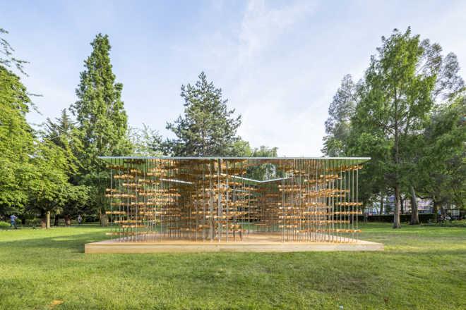 Лондонский павильон из вертушек — самоподдерживающаяся конструкция с подвижными деталями из бамбука