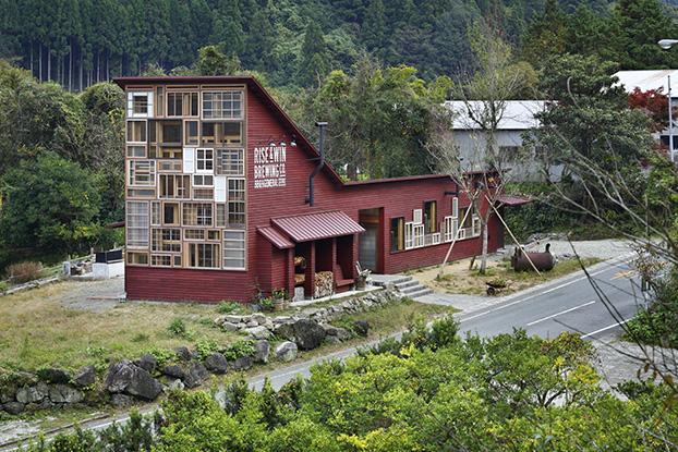 Лучшее экологичное здание 2016: паб Kamikatz в Токусиме, Япония