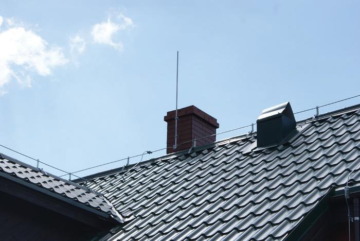 Как уберечь себя от разгула стихии или правильный монтаж системы молниеотвода в кирпичном доме