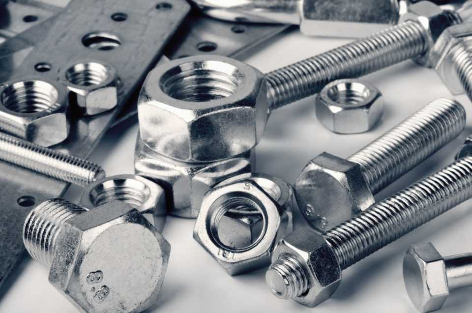 Самые распространенные типы строительного крепежа и их назначение