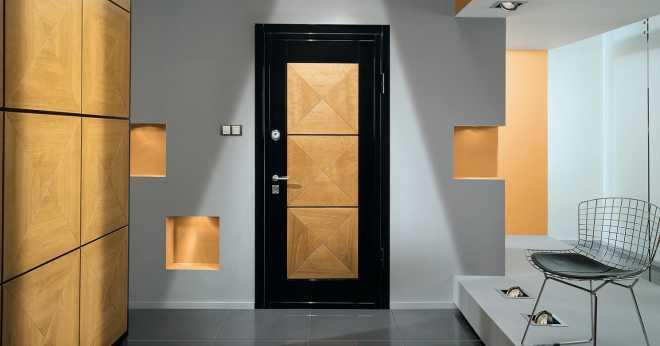 Варианты дорогих отделок входных металлических дверей