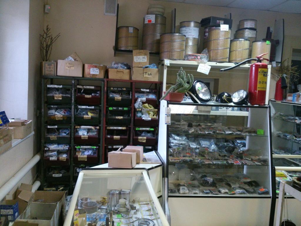 Витрины магазина «Сельхозтехника»