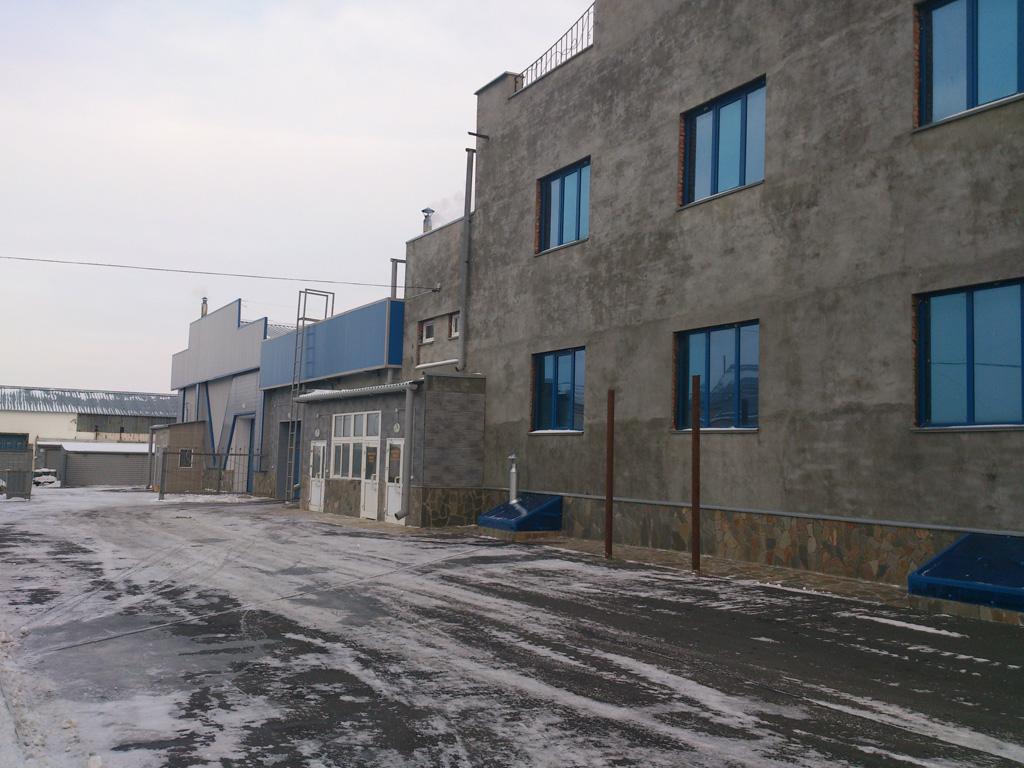 Здание-цех магазина «Сельхозтехника», где реставрируют и изготавливают РВД