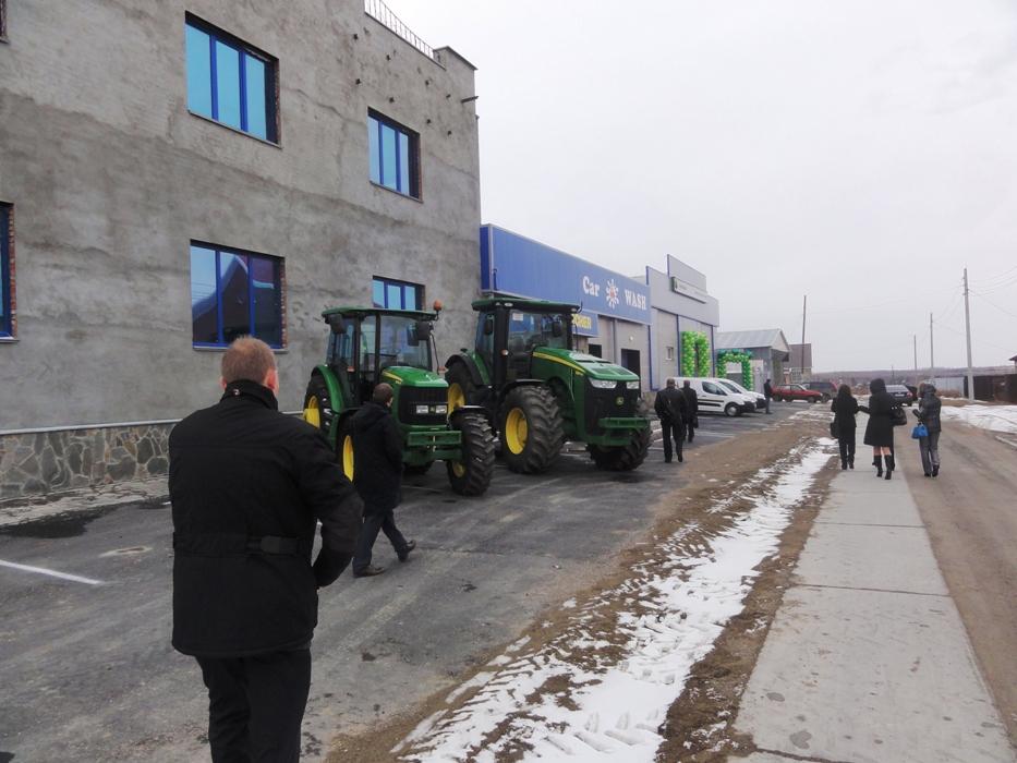 Техника «John Deere» у нового открытого представительства «Меркьюри Технолоджи» в городе Троицке Челябинской области