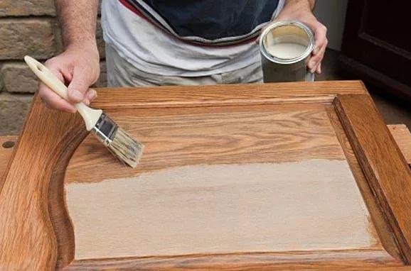 Лакируем деревянные двери