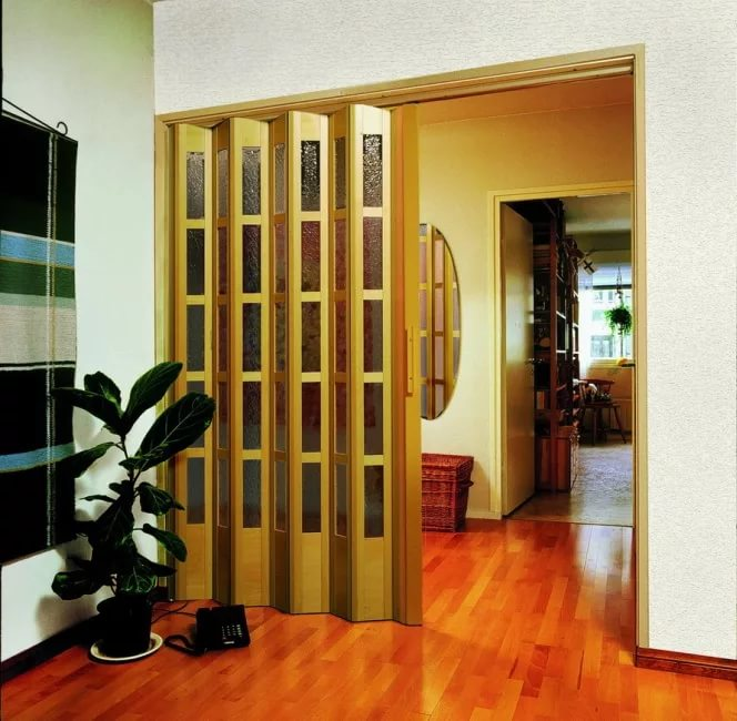 Дверь-гармошка в квартире