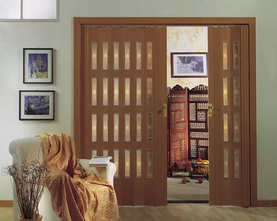 Достоинства двери-гармошки