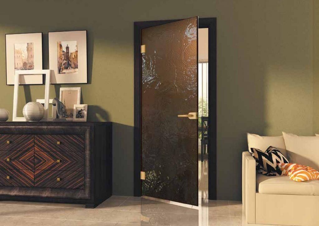 Преимущества межкомнатных дверей из закаленного стекла