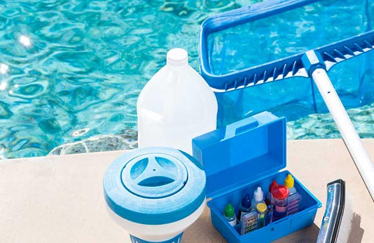 Осуществляем безопасную чистку бассейна